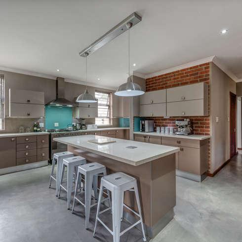 Kitchen: country Kitchen by OLIVEHILL Architects
