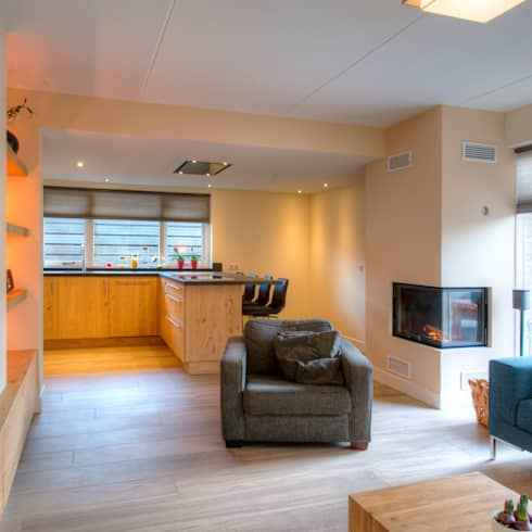 Foto 1 woonkamer: moderne Woonkamer door Anne-Carien Interieurarchitect