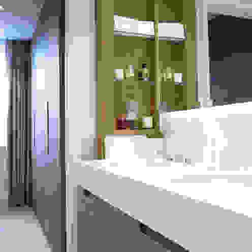 Cadogan Place Apartment DO Design Studio Classic style bathroom
