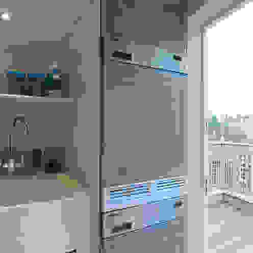 Belgravia - Laundry/Ironing Room off Roof Terrace Meltons Balcones y terrazas clásicos