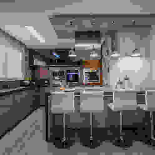 Evviva Bertolini Modern style kitchen