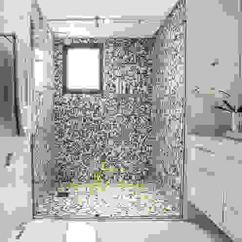 Ванная комната в стиле модерн от Amanda Pinheiro Design de interiores Модерн