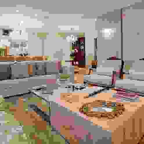 Salones de estilo clásico de Mariane e Marilda Baptista - Arquitetura & Interiores Clásico