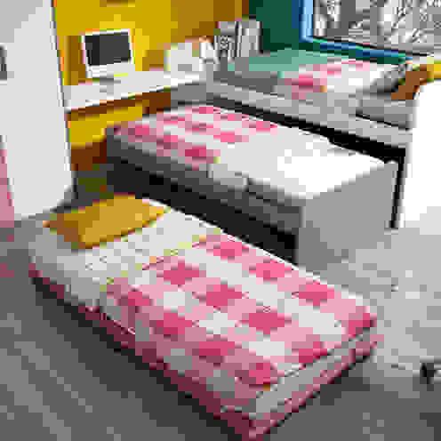 Dormitorio Juvenil con sistema compacto de 3 camas de Andar por Casa Moderno