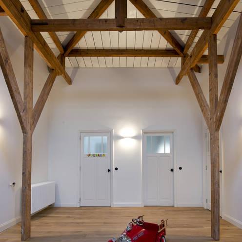 Renovatie herenhuis te Den Haag:  Kinderkamer door Kodde Architecten bna