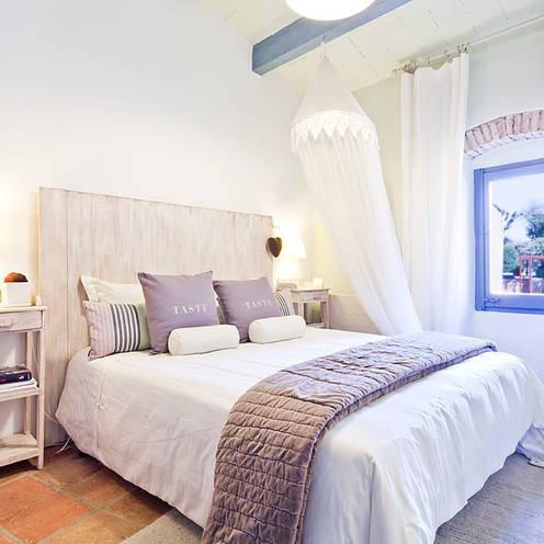 Chambre de style  par Home Deco Decoración