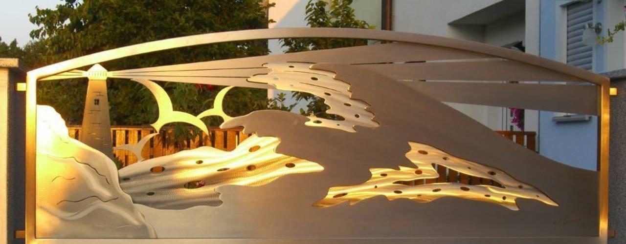 Warm Sunlight de Edelstahl Atelier Crouse - individuelle Gartentore Moderno