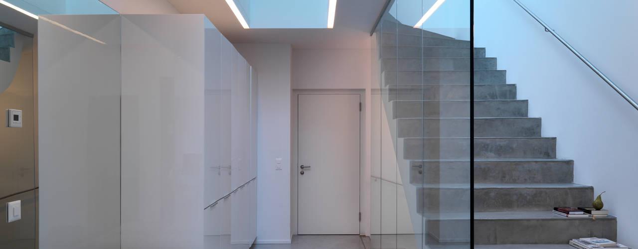 الممر الحديث، المدخل و الدرج من LEICHT Küchen AG حداثي