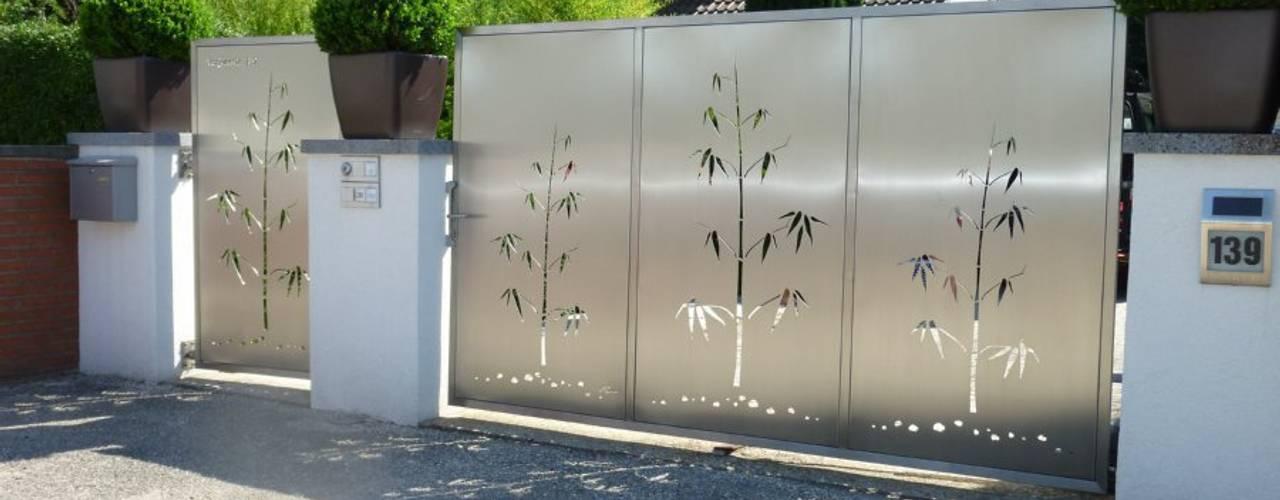 Edelstahl Sichtschutz:  Garten von Edelstahl Atelier Crouse - individuelle Gartentore
