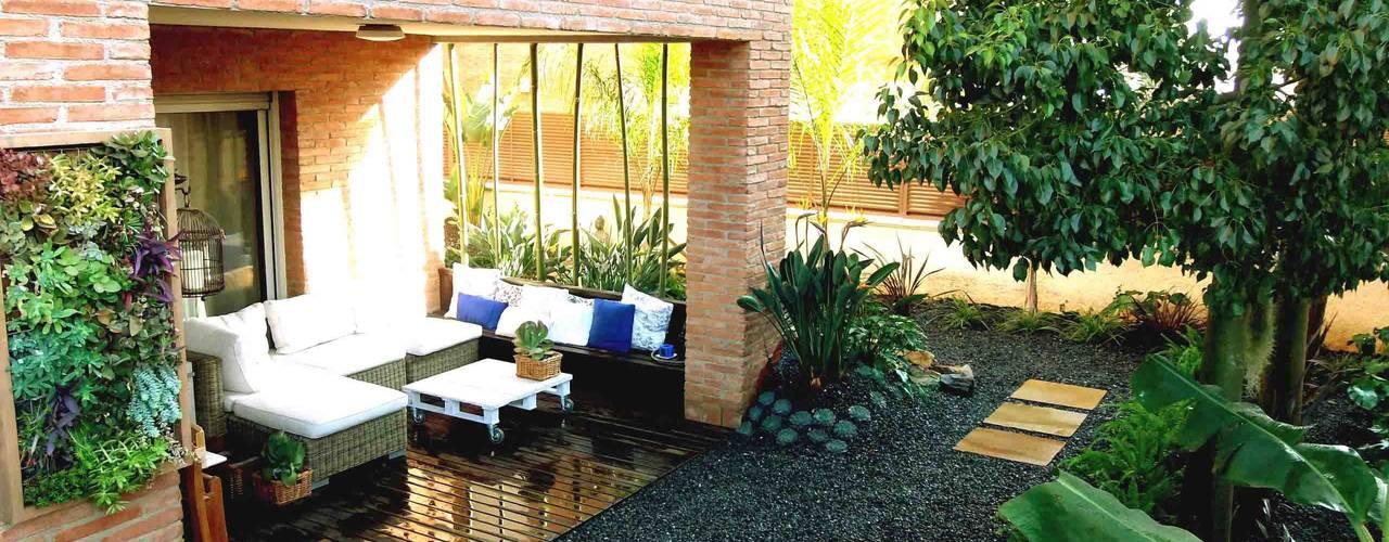 Jardins modernos por Simbiosi Estudi