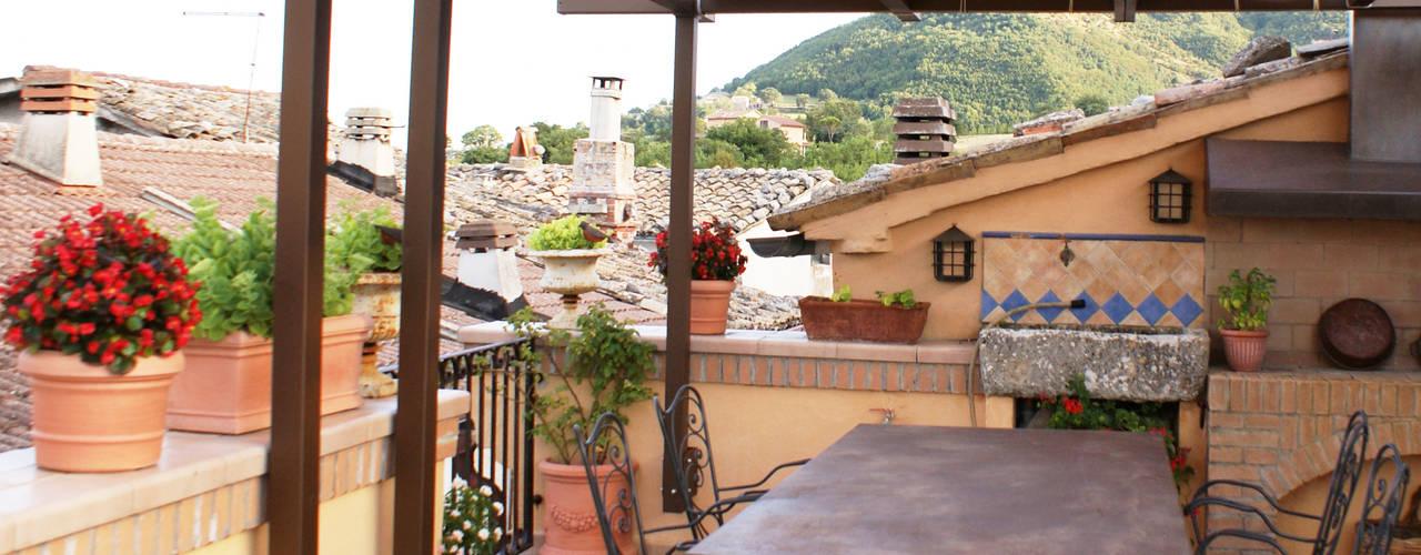 Balcones y terrazas de estilo rústico de Au dehors Studio. Architettura del Paesaggio Rústico