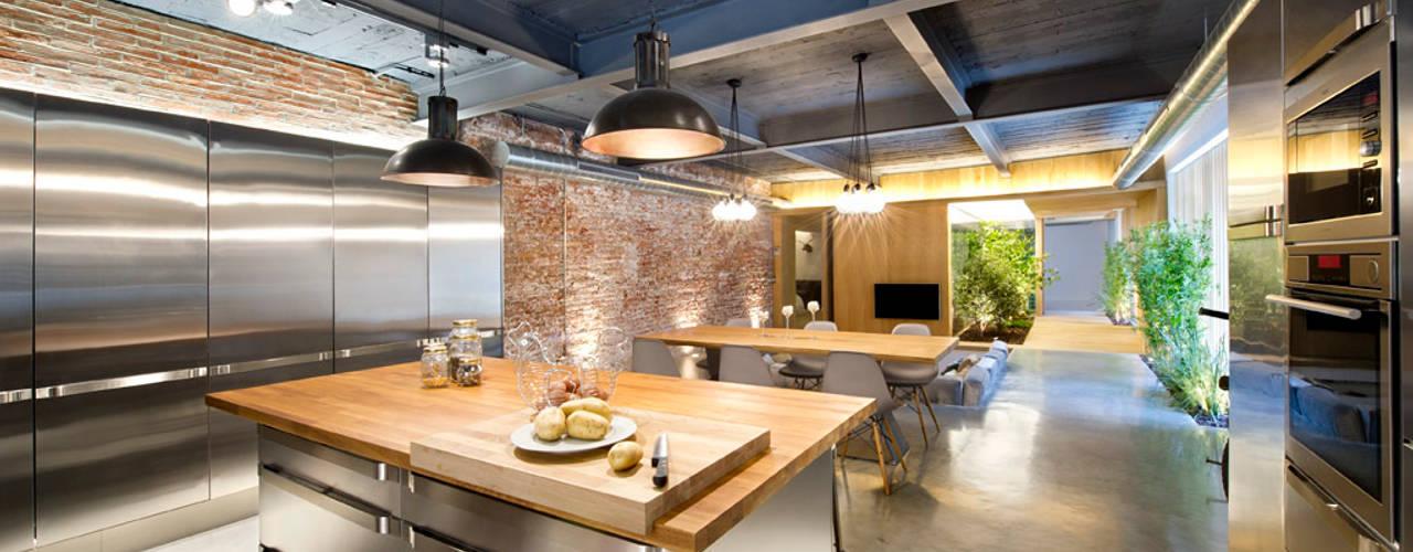 Bajo comercial convertido en loft (Terrassa) Comedores de estilo rústico de Egue y Seta Rústico