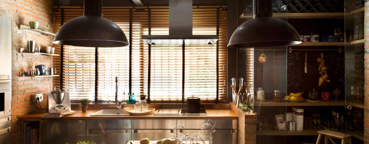 Cucina in stile rustico di Egue y Seta Rustico