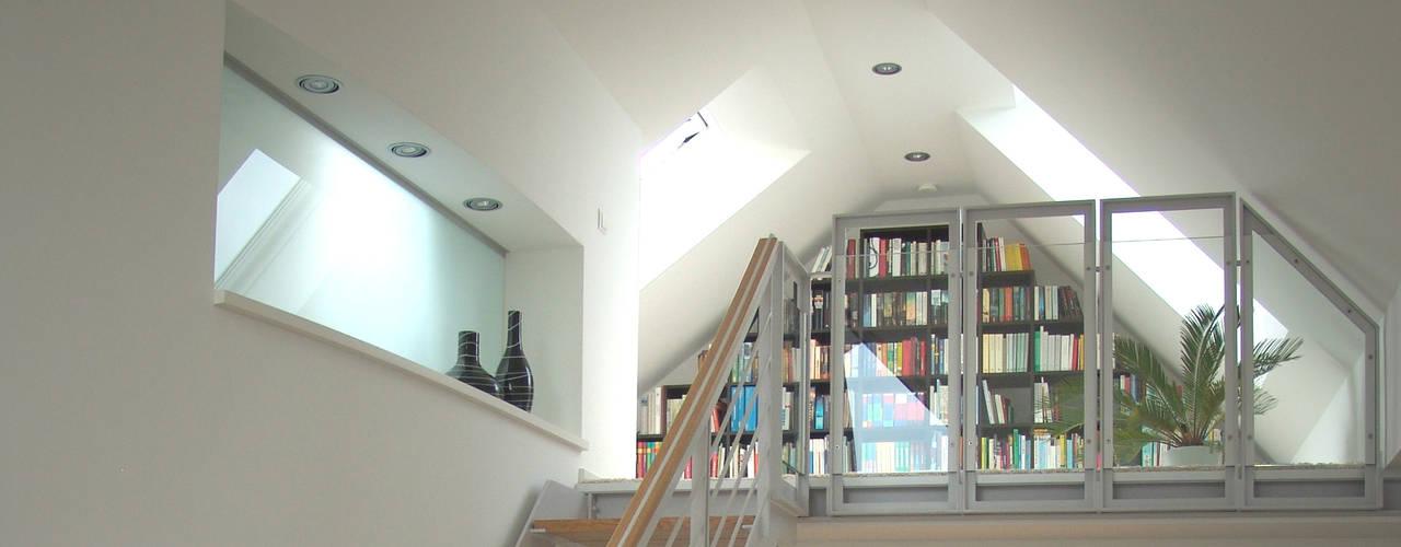 Modern corridor, hallway & stairs by zymara und loitzenbauer architekten bda Modern