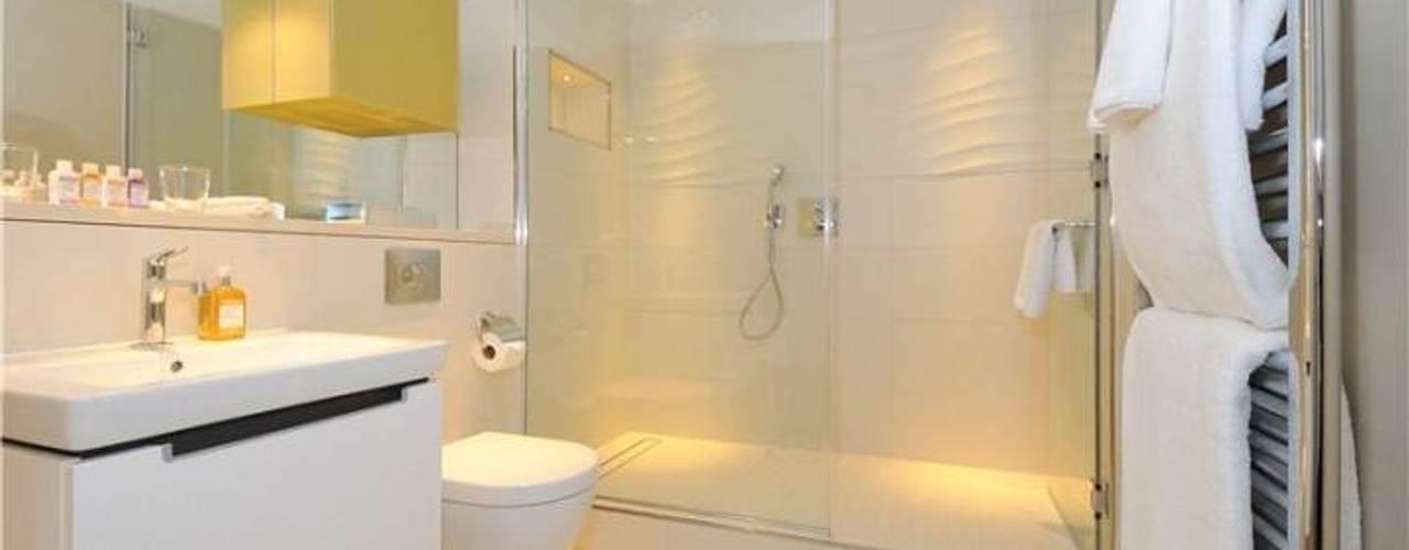 Frameless Glass bathscreen and shower screens Ion Glass Modern bathroom