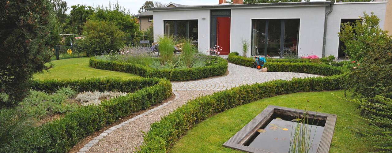 Casas de estilo  por zymara und loitzenbauer architekten bda
