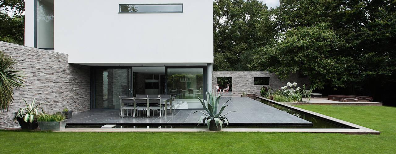 Rumah by AR Design Studio