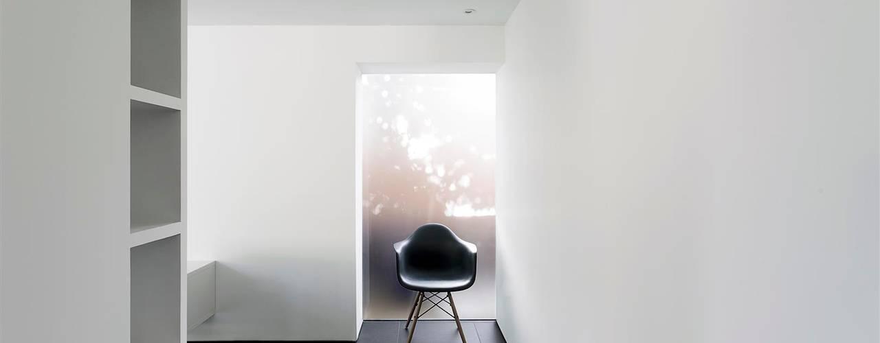 AR Design Studio- The Medic's House Couloir, entrée, escaliers modernes par AR Design Studio Moderne