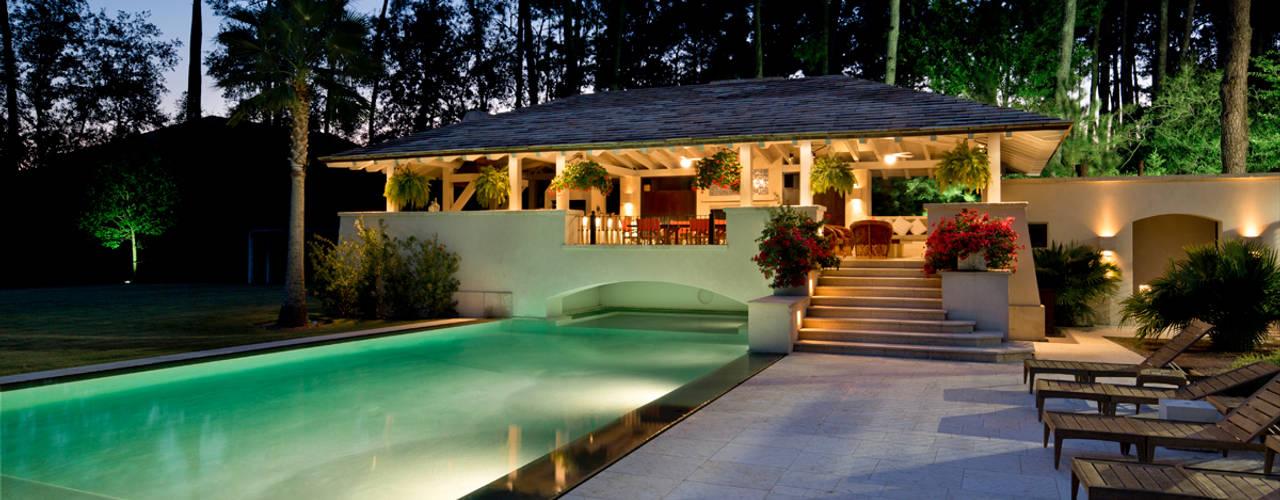 ラスティックスタイルの プール の Artigas Arquitectos ラスティック