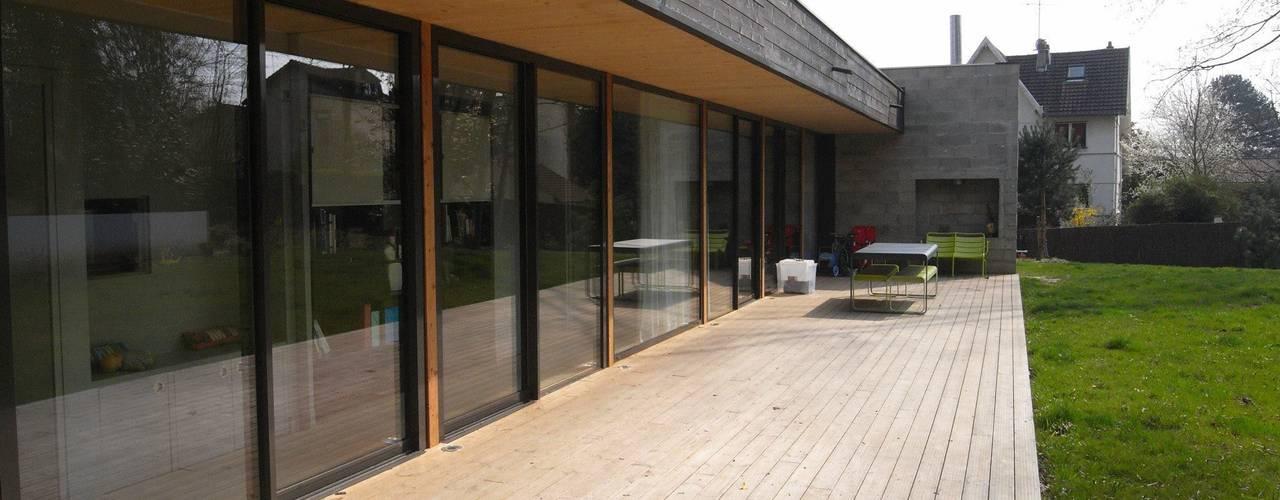 Moderne balkons, veranda's en terrassen van Allegre + Bonandrini architectes DPLG Modern