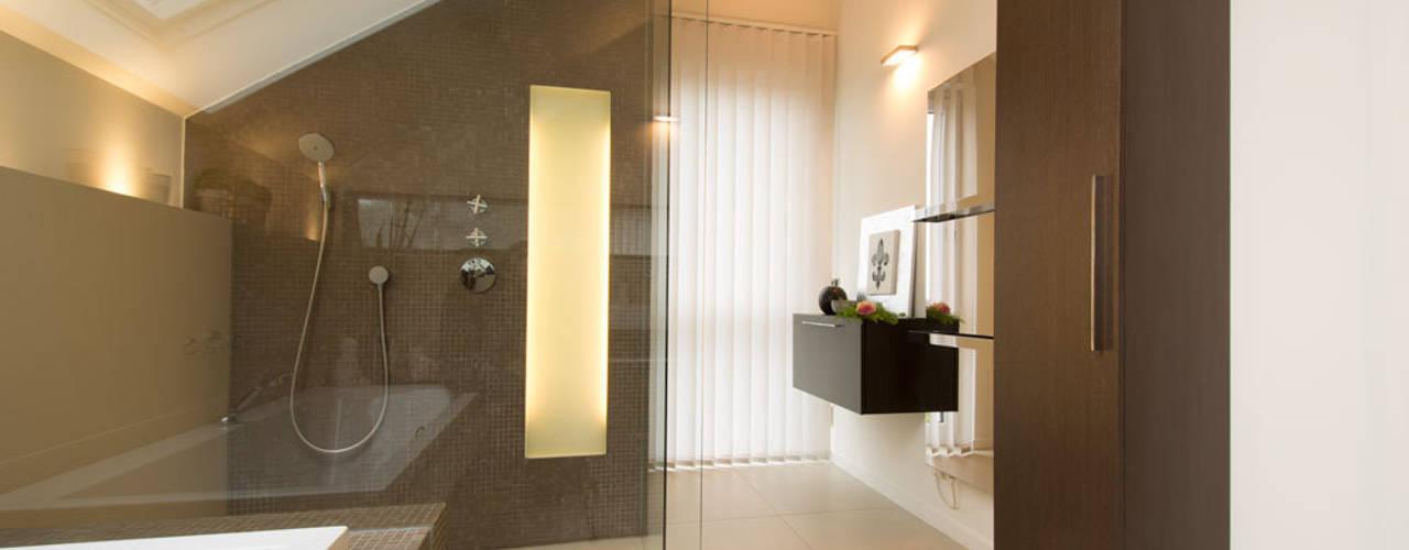 Einfamilienhaus Essen Moderne Badezimmer von Luna Homestaging Modern