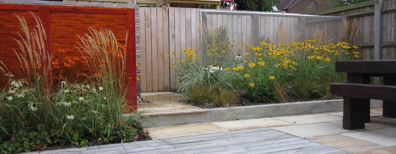 C mo arreglar un patio peque o con terraza jard n y rea for Como arreglar un jardin pequeno