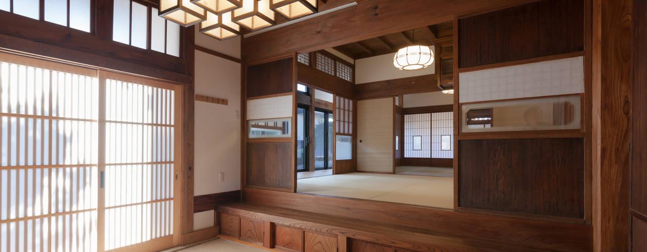 伝統のしつらえと、モダンライフの融合: 吉田建築計画事務所が手掛けた和室です。,クラシック