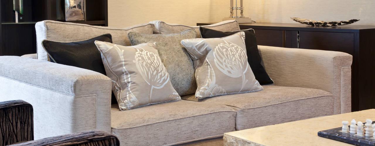 Design in Oxshott Casas modernas: Ideas, imágenes y decoración de Designer Touches Ltd Moderno