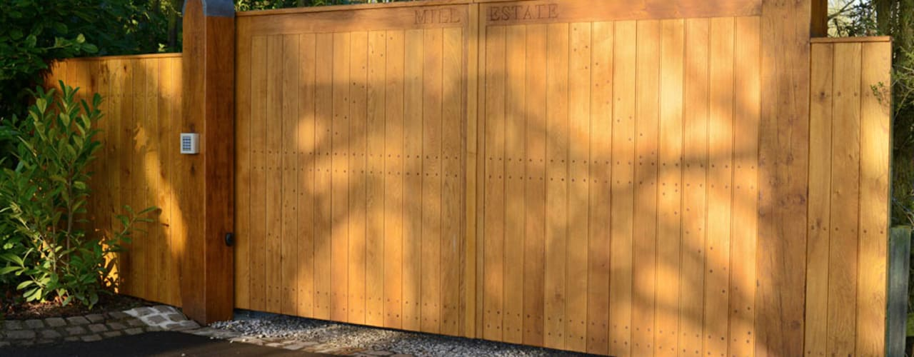 Bespoke Flat Top Oak Gate: country  by Swan Gates, Country