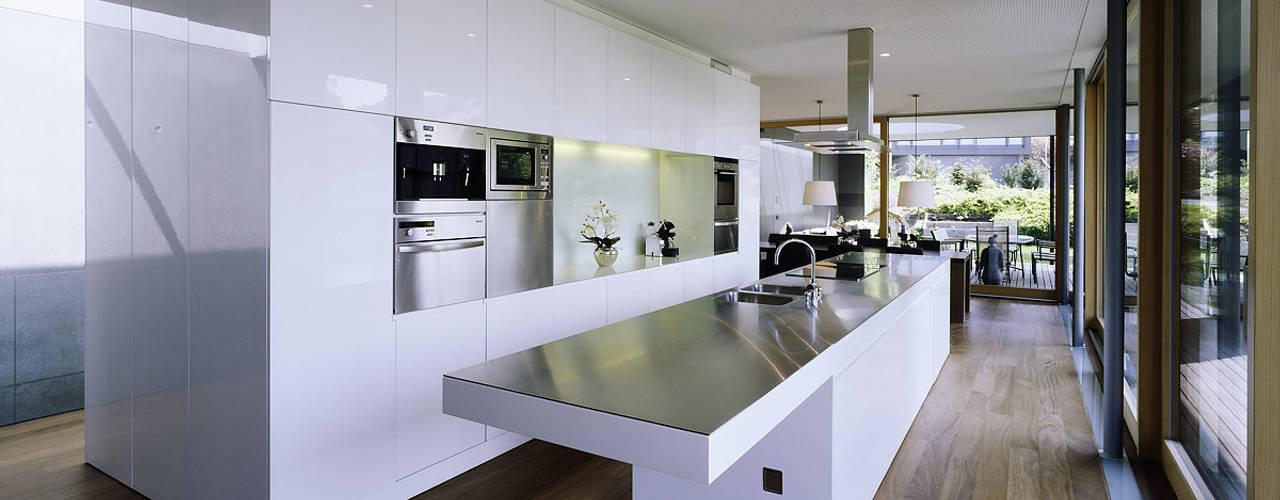 Cocinas modernas de Dietrich | Untertrifaller Architekten ZT GmbH Moderno