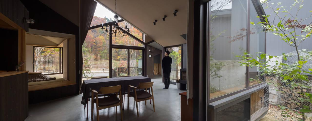 ■ 箕面森町の家 間工作舎 モダンデザインの リビング
