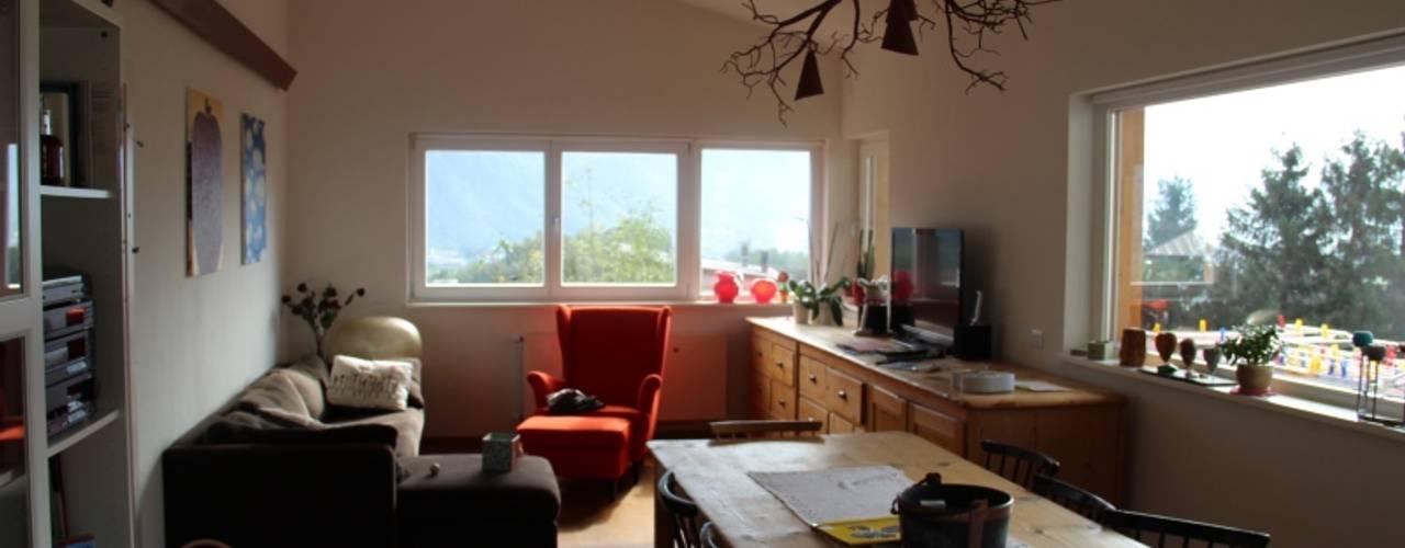 Progetto di Casa ad alta efficienza energetica, CasaClima.: Soggiorno in stile  di Studio Architetti Cornacchini - De Boni