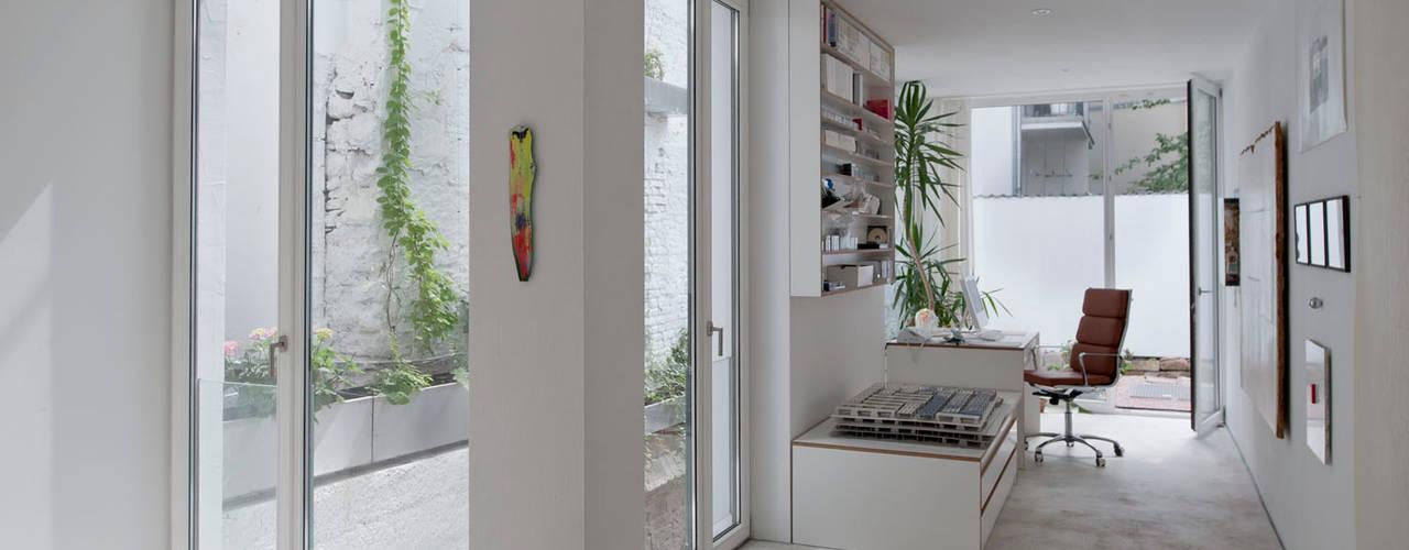 Marie-Theres Deutsch Architekten BDA Pasillos, vestíbulos y escaleras de estilo moderno