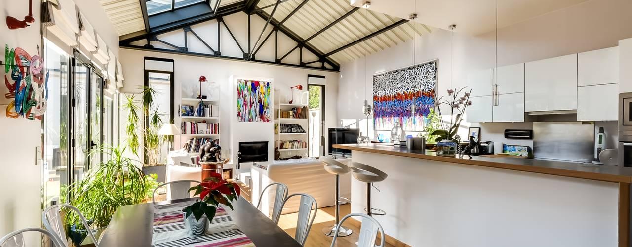 Maison: Salon de style  par Meero, Minimaliste