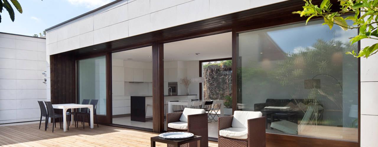 Modern Houses by HOUSE HABITAT Modern