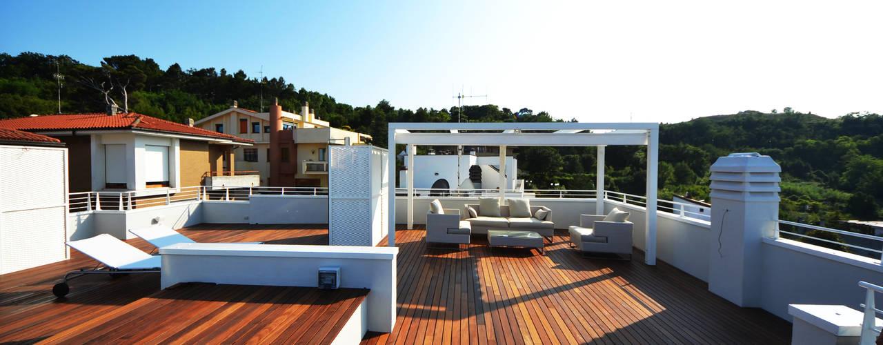 studio architettura battistelli roccheggiani Balkon, Beranda & Teras Modern