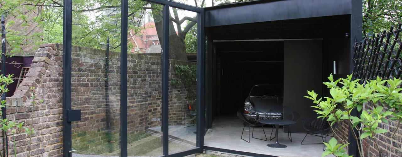Garagens e arrecadações modernas por IQ Glass UK
