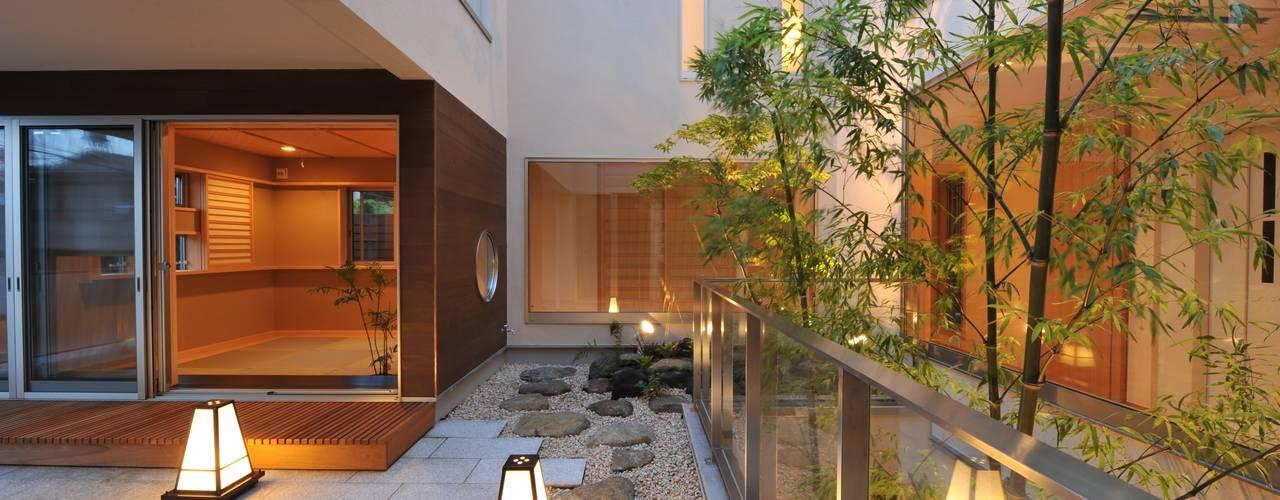 Balcones y terrazas modernos de TERAJIMA ARCHITECTS Moderno