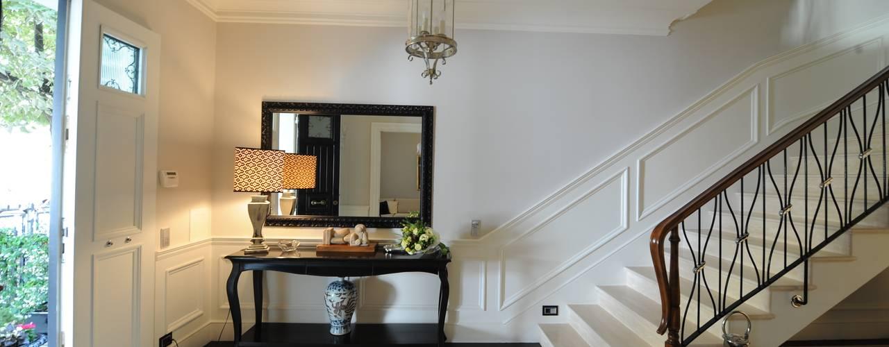 Pasillos, vestíbulos y escaleras de estilo clásico de archbcstudio Clásico