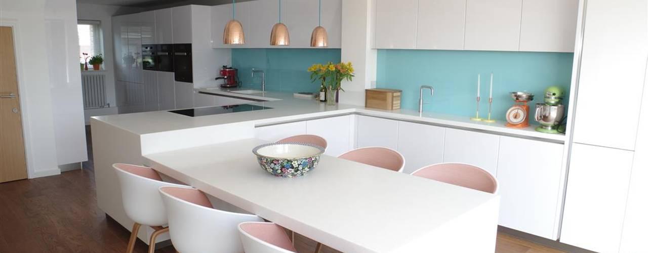 Handle less Polar white Glamour Moderne Küchen von PTC Kitchens Modern