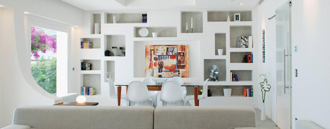 Salas de estilo mediterraneo de DEFPOINT STUDIO architettura & interni Mediterráneo