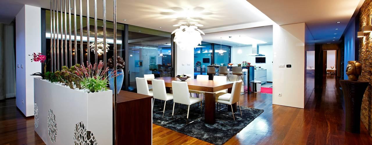 Risco Singular - Arquitectura Lda Minimalist dining room