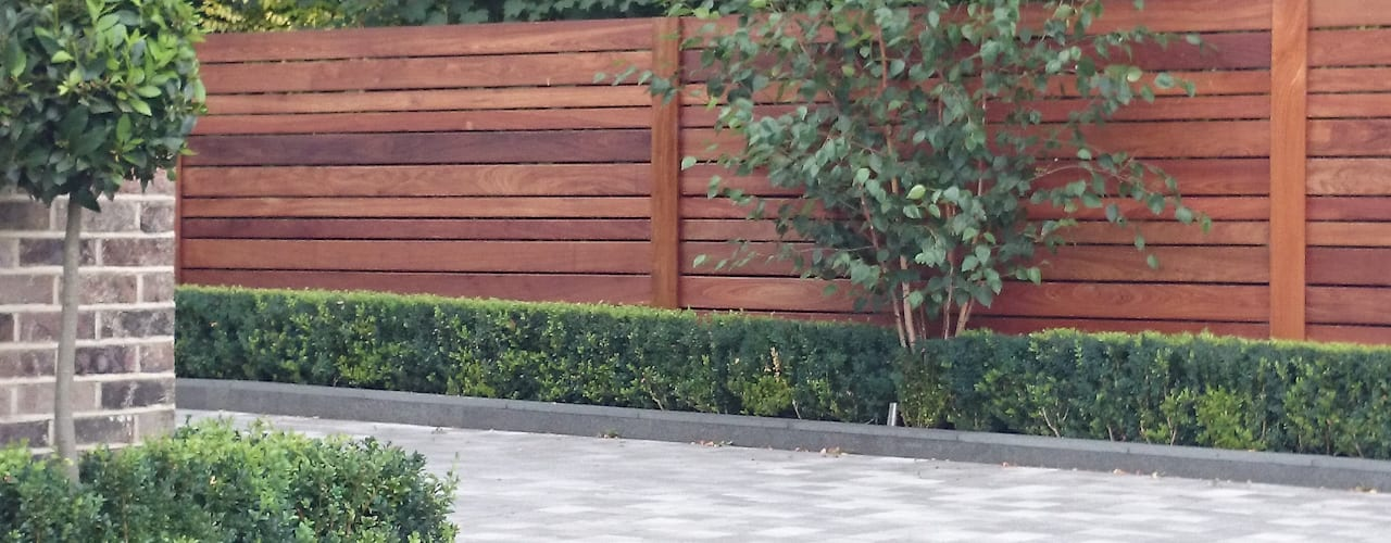 Contemporary screening , fencing & wall panels Jardines de estilo moderno de Paul Newman Landscapes Moderno