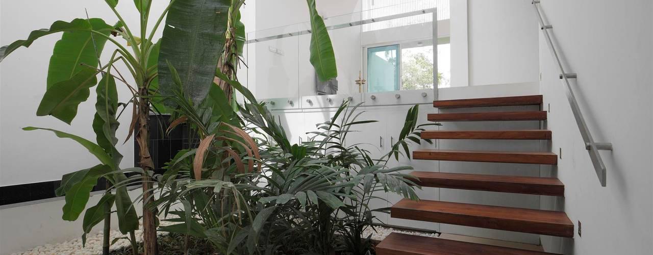 Casas de estilo  de LIJO.RENY.architects