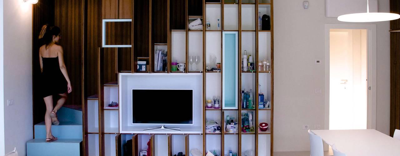 غرفة المعيشة تنفيذ Angeli - Brucoli Architetti
