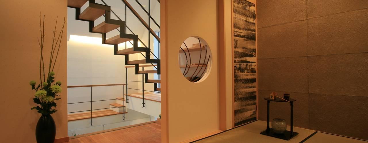 オリエンタルモダンを実現したリゾートのある家: TERAJIMA ARCHITECTSが手掛けた和室です。