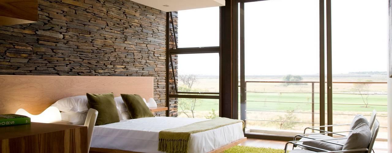Chambre de style  par Nico Van Der Meulen Architects , Moderne