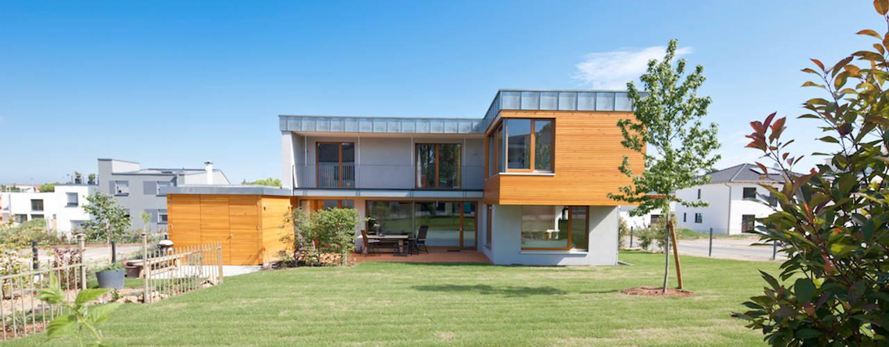 Projekty, nowoczesne Domy zaprojektowane przez in_design architektur