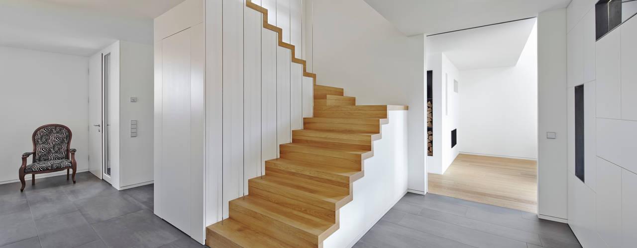 Bruck + Weckerle Architekten Modern Corridor, Hallway and Staircase