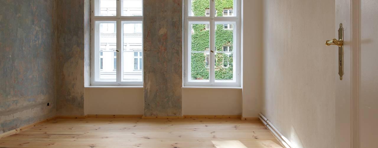 Restaurierung/Modernisierung eines Mietshauses in Berlin - Kreuzberg Rustikale Schlafzimmer von Gabriele Riesner Architektin Rustikal